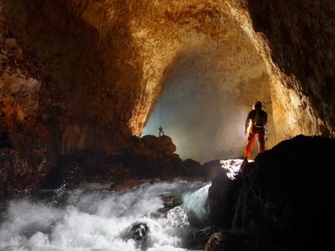cavers-papua-new-guinea_52767_990x742