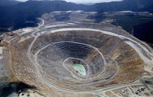 Newmont-Mine-bloomberg.com